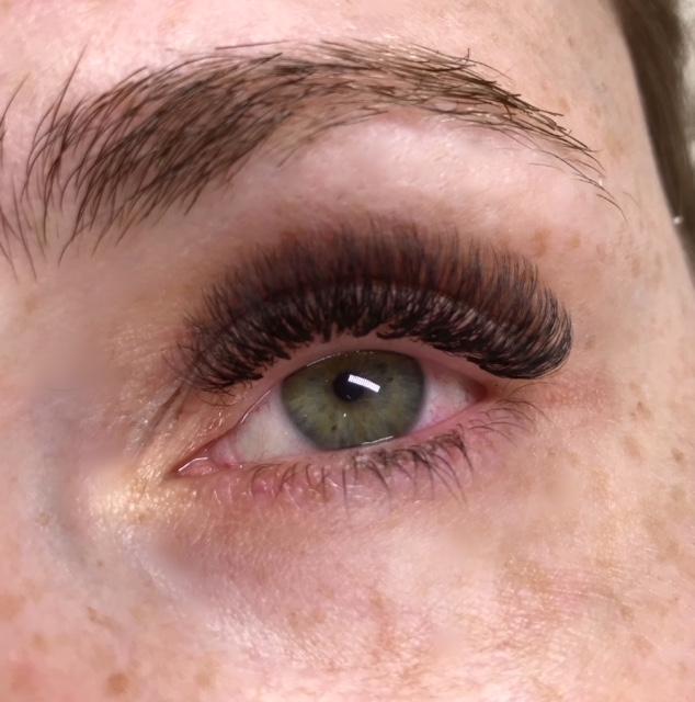 Volumen-ruso-ojos-verdes